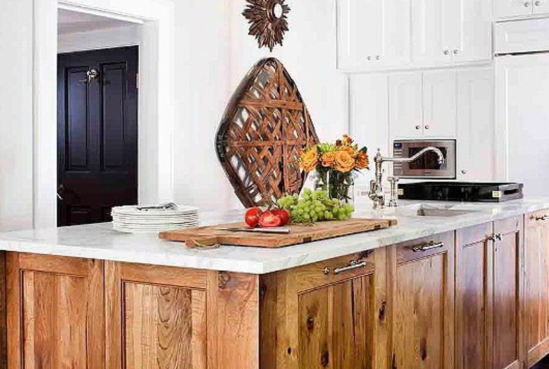 Kitchen Cabinets in Wood and White Tones