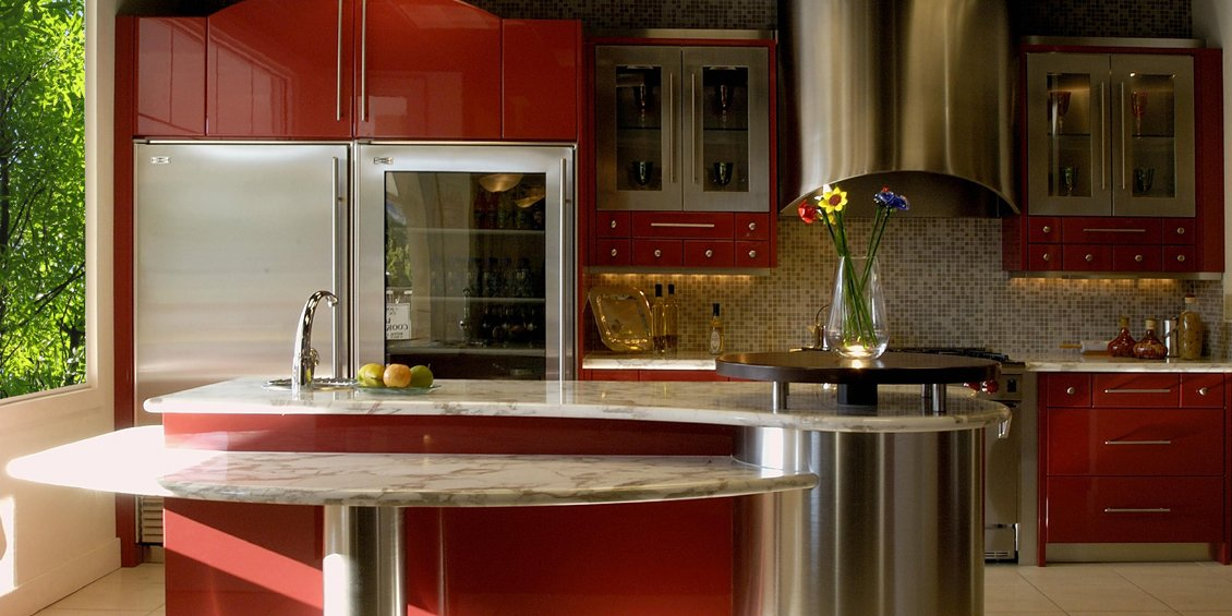 A Red and Romantic Kitchen Design