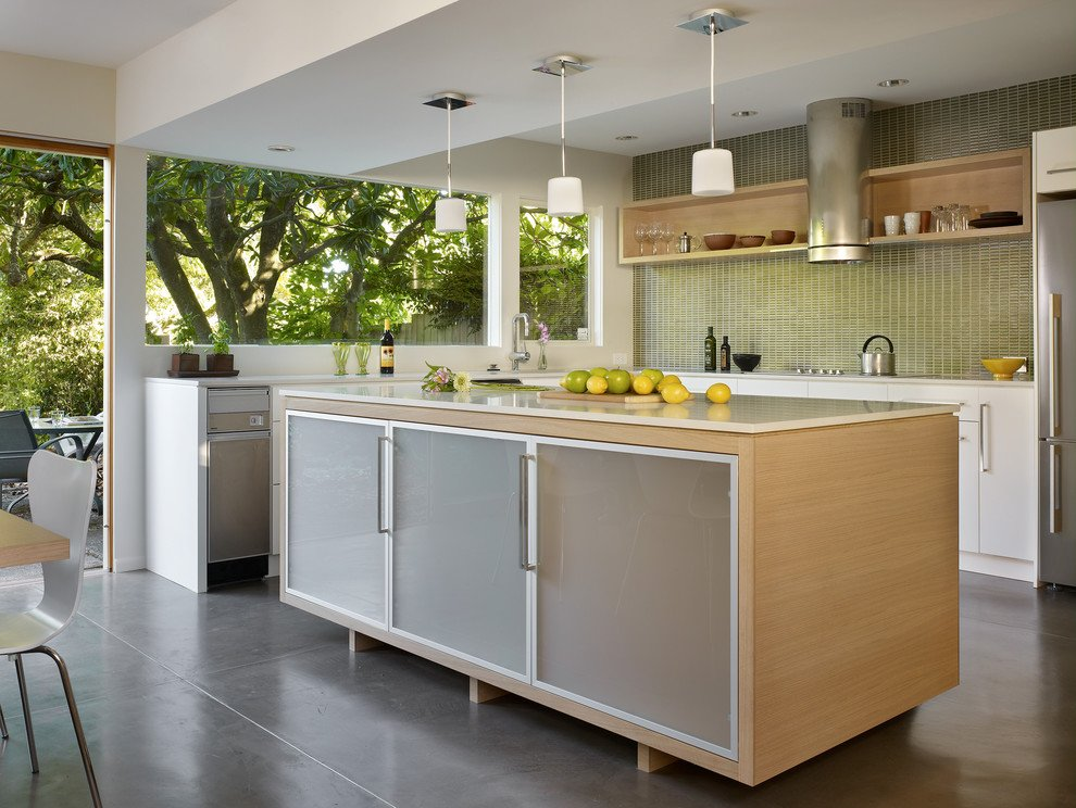 White Oak Kitchen Cabinets In A Contemporary Setting